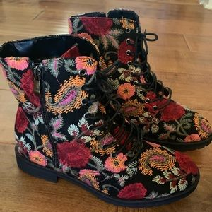 Just Fab Corrie Lace-up Floral Boots